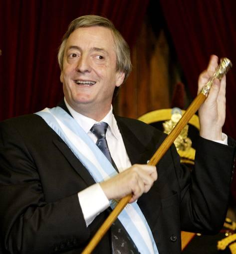 2003. El 25 de mayo, Néstor asumió la Presidencia con apenas el 22% de los votos. En su discurso propuso 'un sueño' y cambió el orden establecido. Fue un país que miraba a Latinoamérica y no al norte.