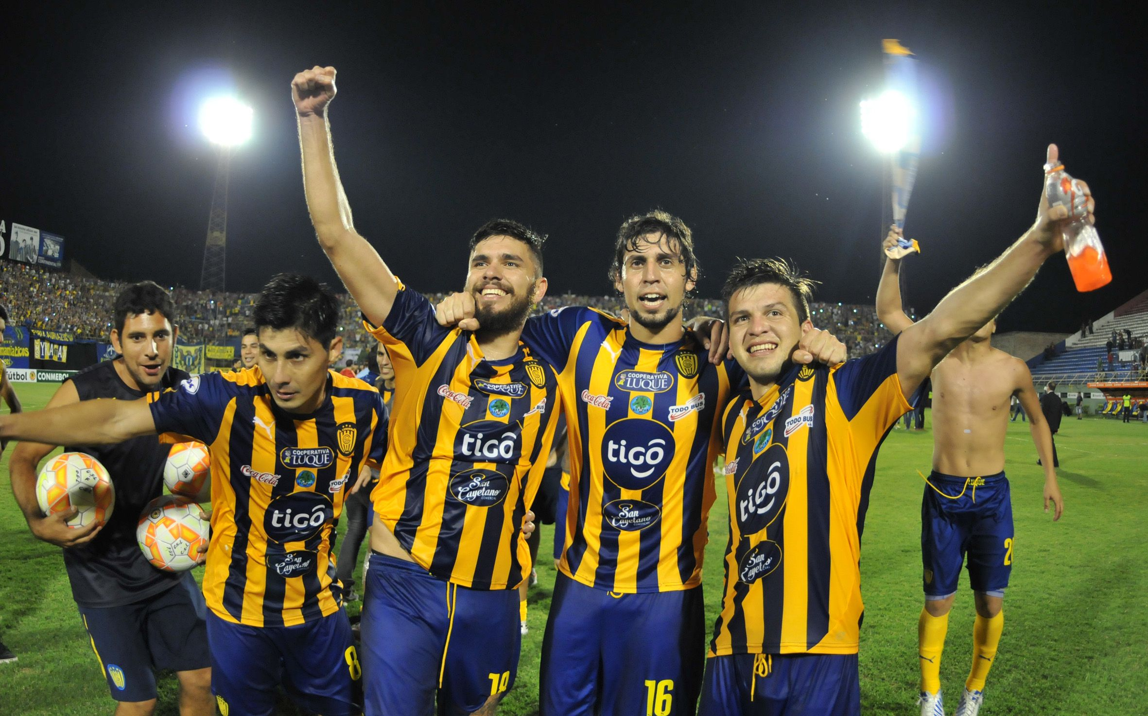 Año 2015: Sportivo Luqueño hacia historia tras vencer en cuartos de final a Athlético Paranaense.