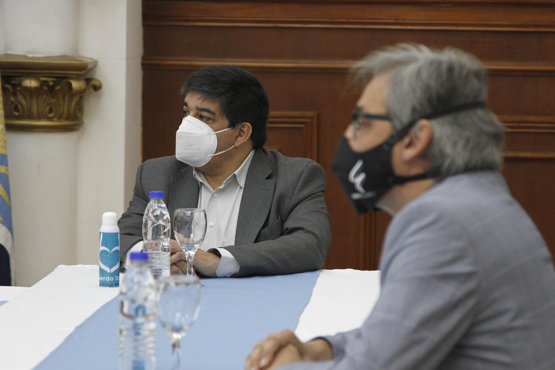 El ministro de Salud, Claudio García y el decano de la UNPA-UARG, Guillermo Melgarejo. FOTO: GOBIERNO
