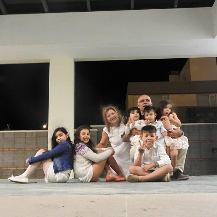 La familia de Esperanza hoy. Marido, nietos y 3 hijas