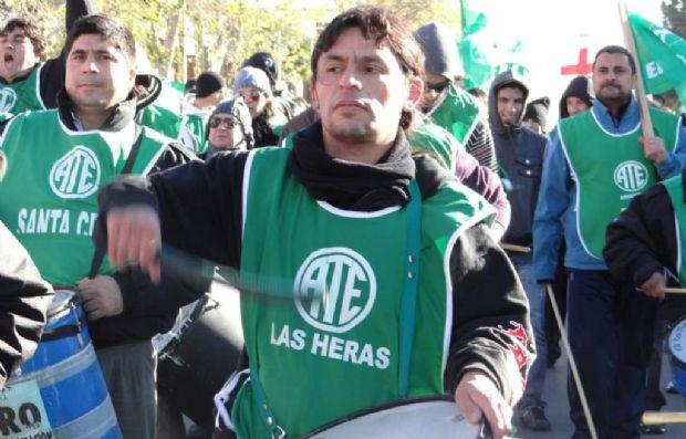 el secretario de ATE Las Heras,Héctor Ampuero