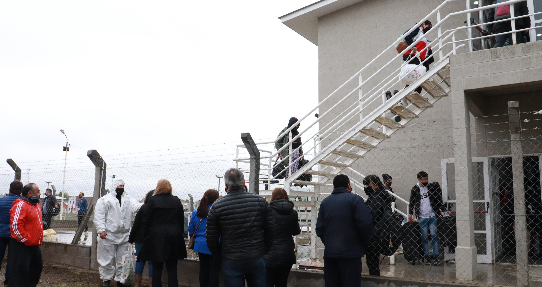 Los pasajeros debían aislarse 7 días en el albergue del CEPARD, pero no pasó. (FOTO: JOSÉ SILVA/ LA OPINIÓN AUSTRAL)