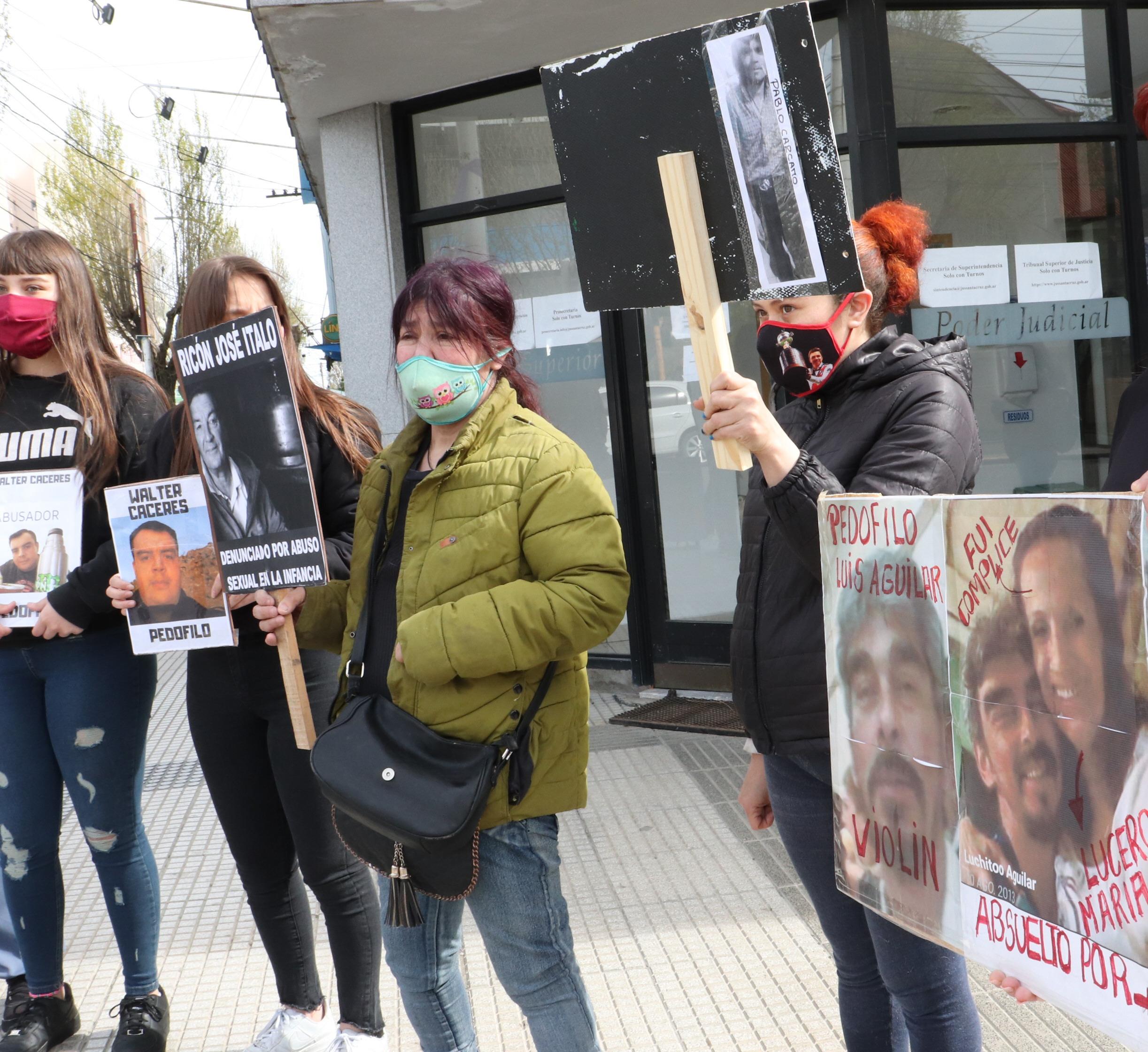 La denunciante participa de las marchas 'Prohibido rendirse'. Foto: José Silva/La Opinión Austral