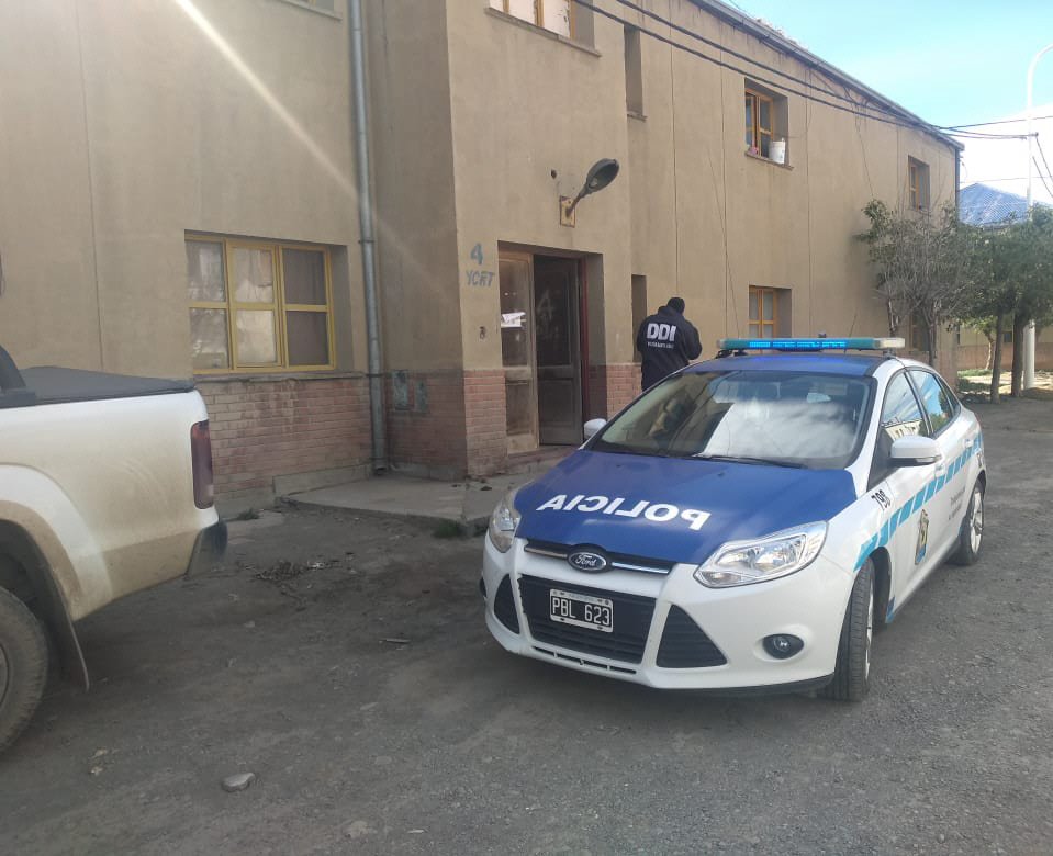 Uno de los allanamientos se hizo en una casa del barrio Los Mineros.
