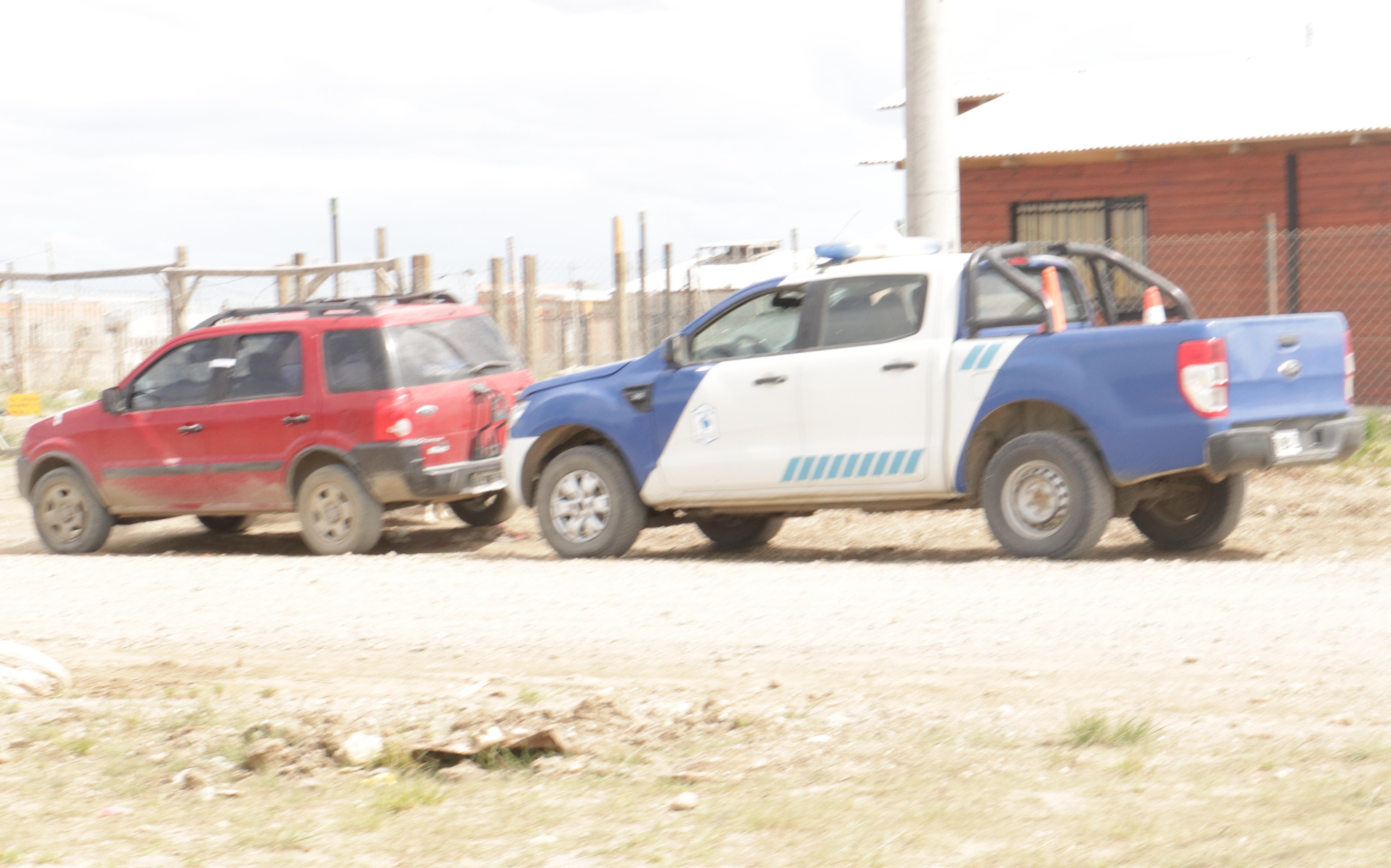 La EcoSport con custodia policial, antes de ser secuestrada.