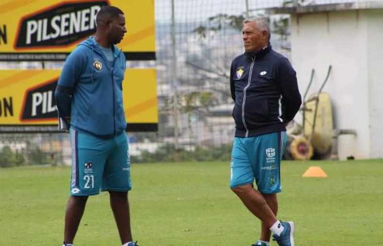Édison Méndez, exjugador de la Selección de Ecuador, y Montesino.