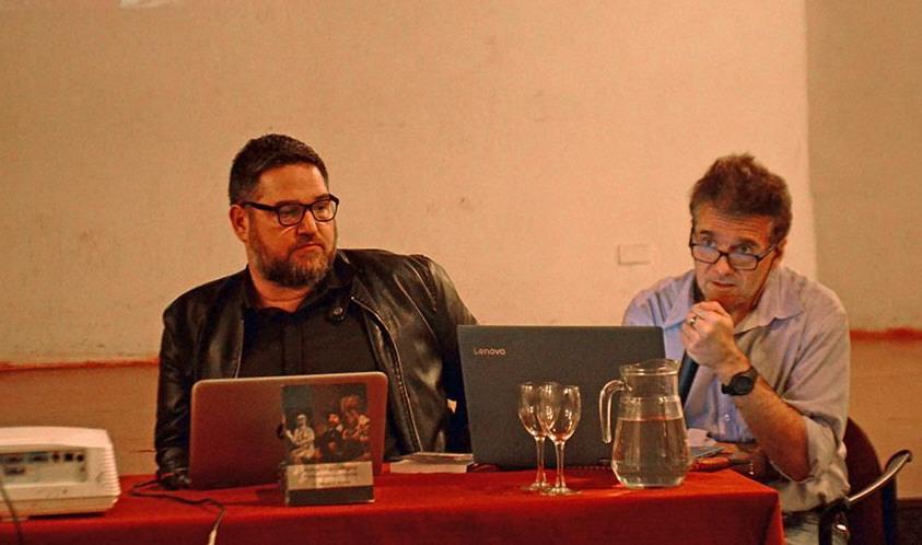 Damián Ricardo -izquierda- fue acompañado por Aldo Enrici -derecha- en la presentación de su libro, 'Autopsia Psicológica'.