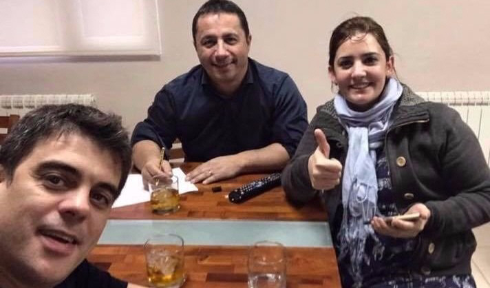 Digan Whisky. Zeidán, Lumachi y Da Silva disfrutan de un trago en las rocas. Ahora están denunciados.