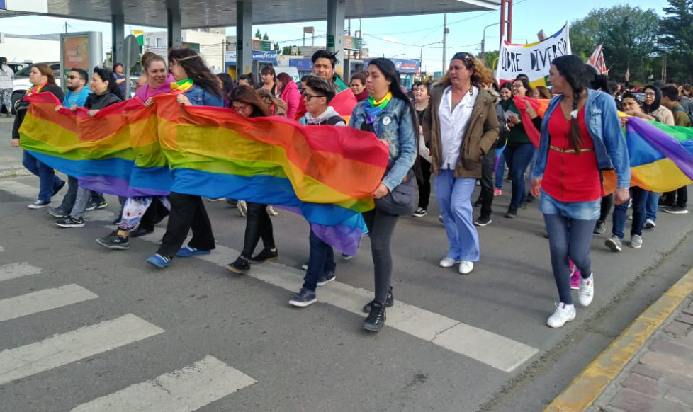 """Primera marcha del """"Orgullo LGBTIQ"""" en la ciudad de """"El Gorosito"""", diciembre de 2018."""