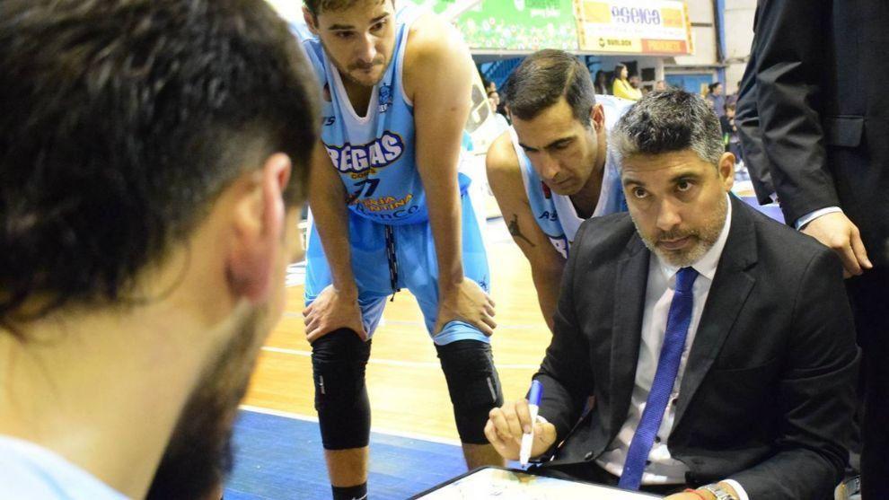Lucas Victoriano, entrenador de Regatas.