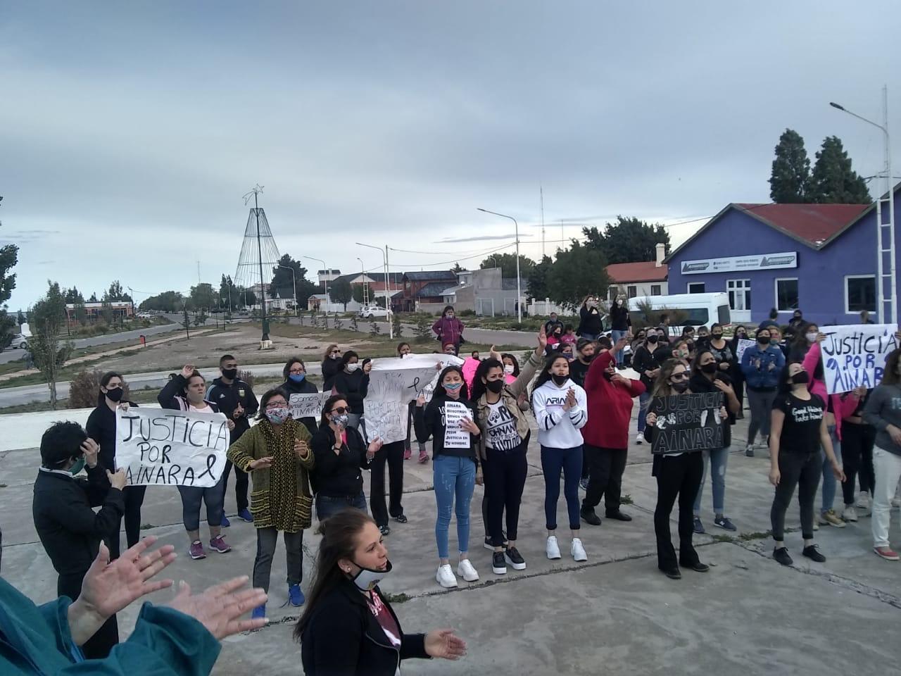 Marcha en Puerto Santa Cruz. FOTO: GENTILEZA KIKE CALINSKI FABBRI