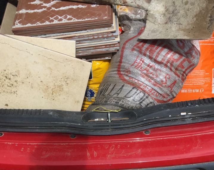 Los materiales encontrados en el baúl del ladrón.