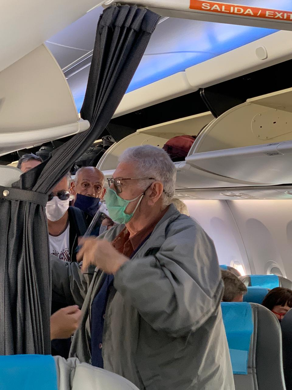 Varias personas mayores iban a bordo del vuelo de este miércoles 18.