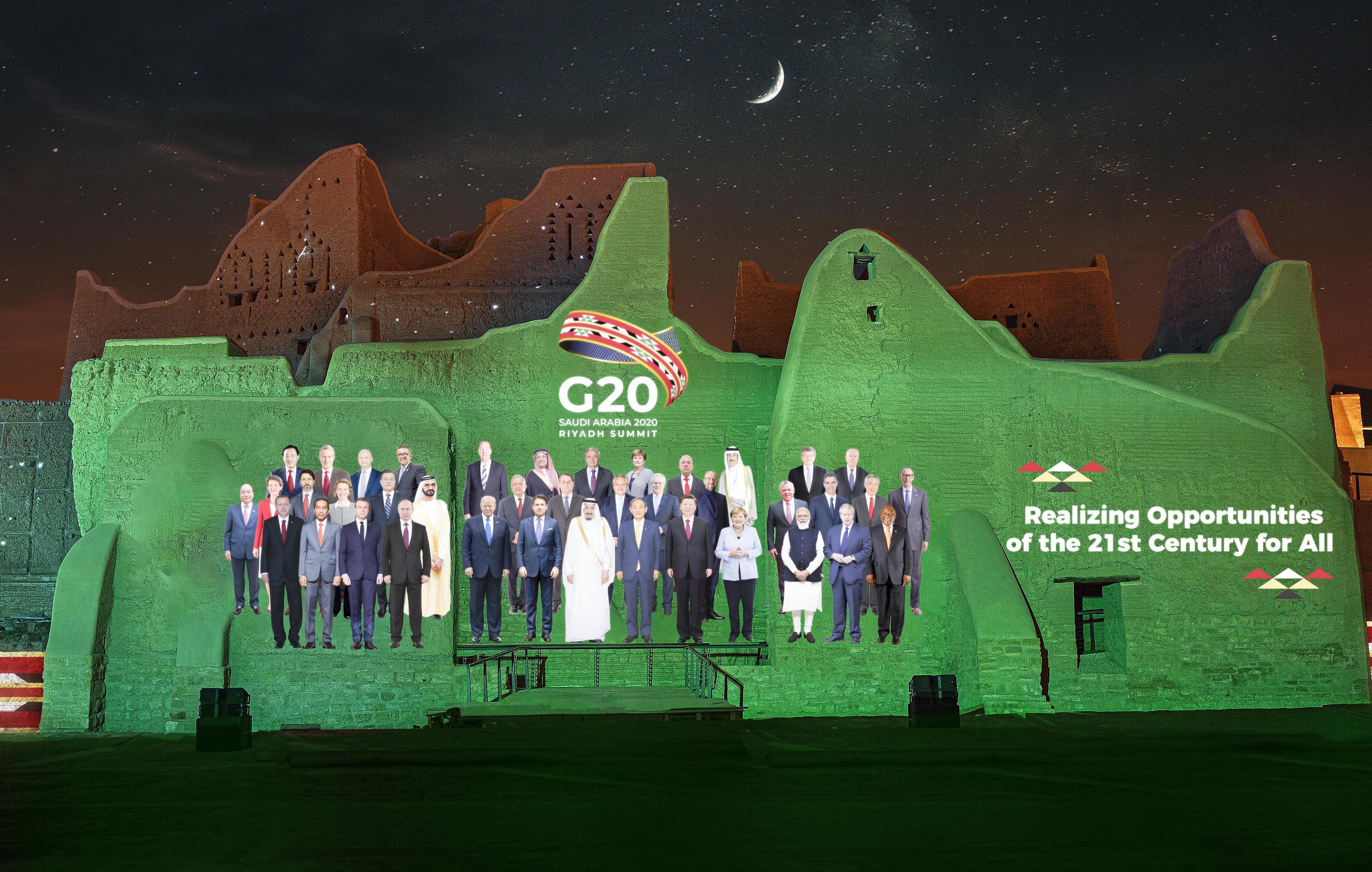 La 'Foto Familiar' del G20 proyectada en el Palacio Salwa en At-Turaif, de Arabia Saudita.