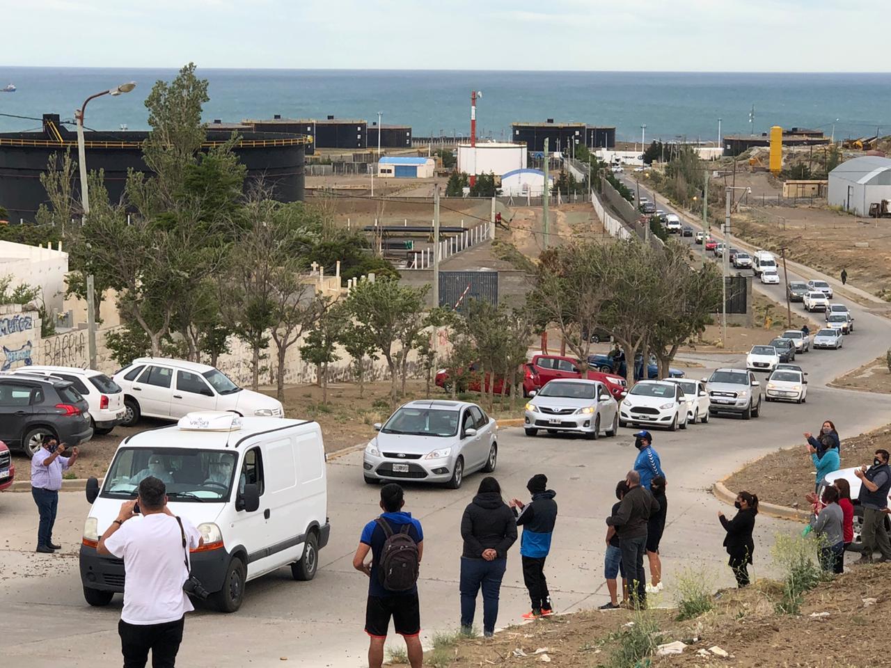 Una larguísima caravana acompañó los restos de Wilson Parada. Foto: Emir Silva / La Opinión Zona Norte