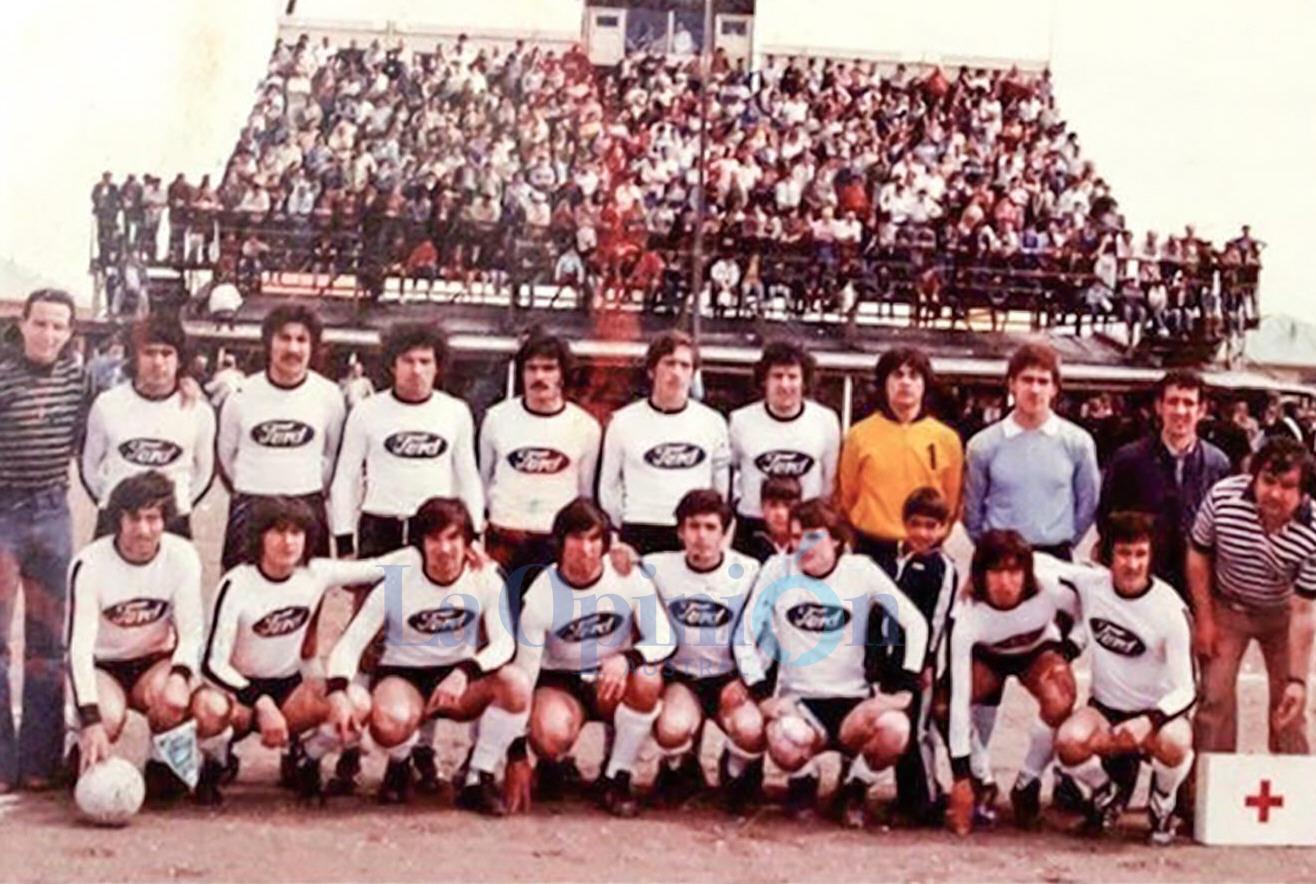 El plantel completo de la Selección de Río Gallegos. FOTO: ARCHIVO LA OPINIÓN AUSTRAL
