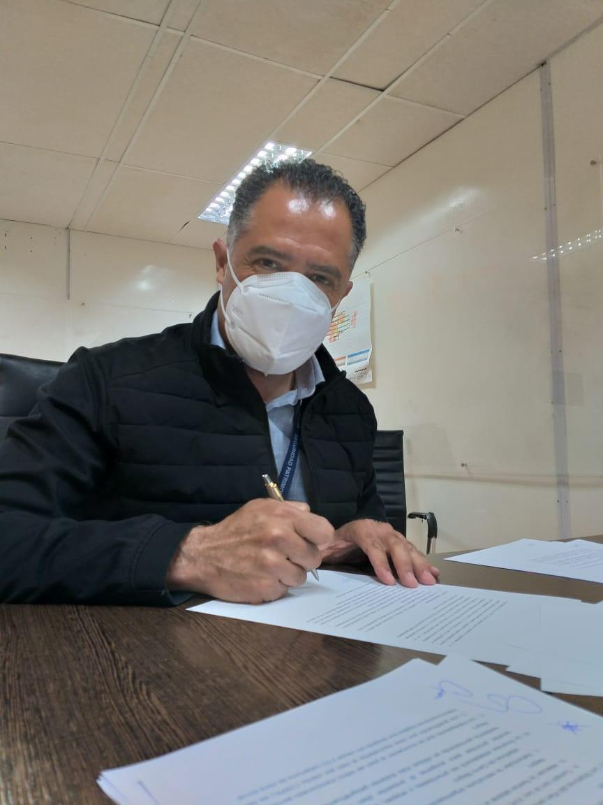 El vicegobernador viajó al yacimiento y rubricó el acuerdo para generar empleo en Santa Cruz.