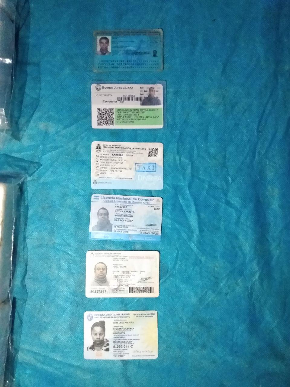 La documentación de la hermana de De la Cruz entre las de los demás detenidos.