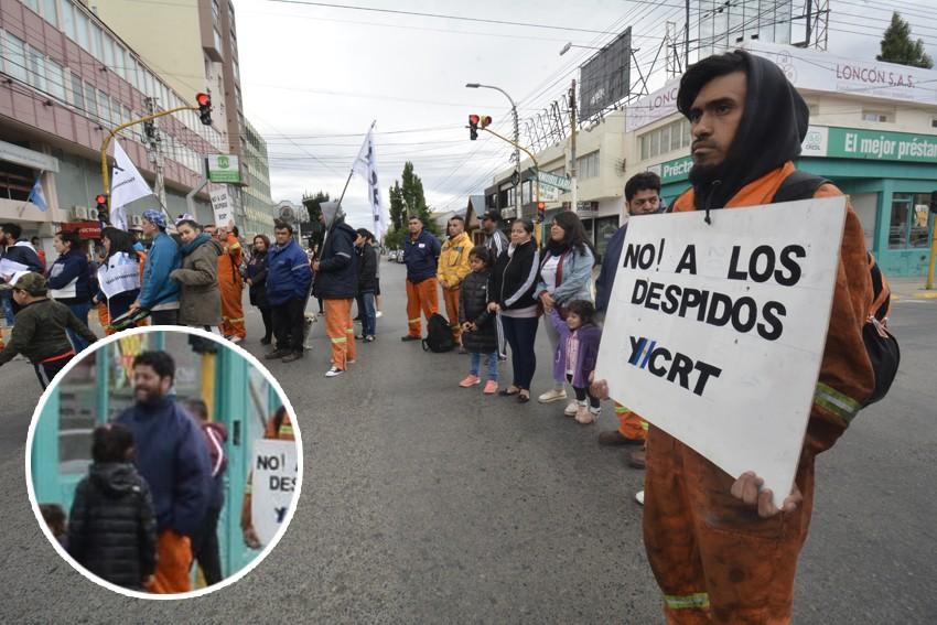 Ex funcionarios de Cambiemos, como Italo Bringas de Desarrollo Social, se manifestaron como despedidos de la mina de carbón.
