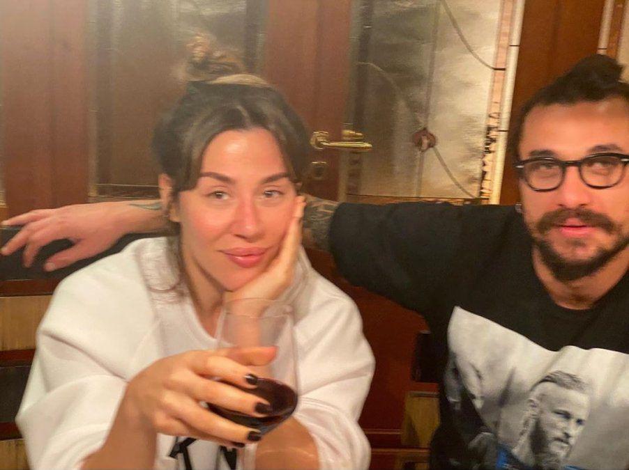 Jimena Barón y Daniel Osvaldo durante los días que compartieron en la casa del futbolista