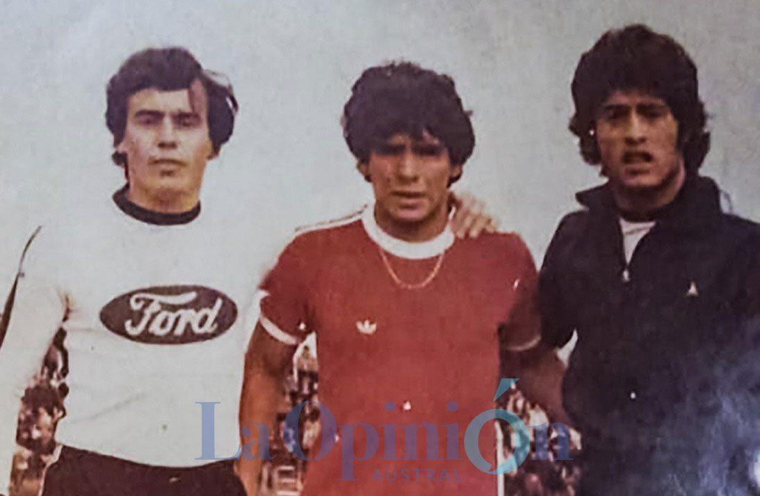 Eduardo Añón, Diego Armando Maradona y Oscar Mazzoni. FOTO: ARCHIVO LA OPINIÓN AUSTRAL