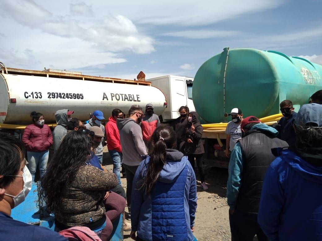 Protesta por el agua de vecinos de barrio caletense. FOTO: NATALÍ VERA/LA OPINIÓN ZONA NORTE