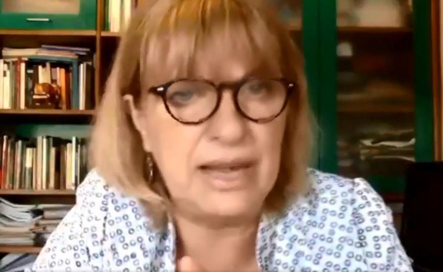 Claudia Bernazza, abrió el diálogo en el Foro.
