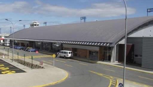 A Pura no la dejaron salir del aeropuerto de Punta Arenas. FOTO: OVEJERO NOTICIAS
