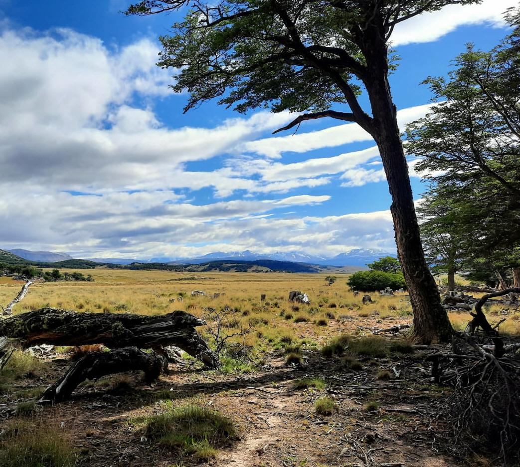 """La zona de """"Tucu Tucu"""" posee paisajes inigualables. Los funcionarios recorrieron el lugar y analizaron dónde ubicar la piedra fundacional."""