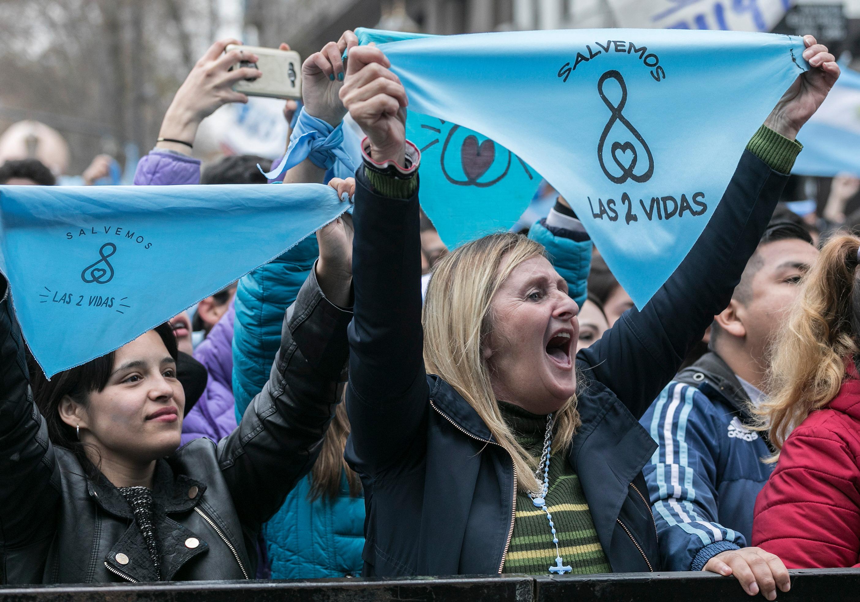 Los sectores 'pro-vida' se oponen a la legalización del aborto y piden por su negativa.