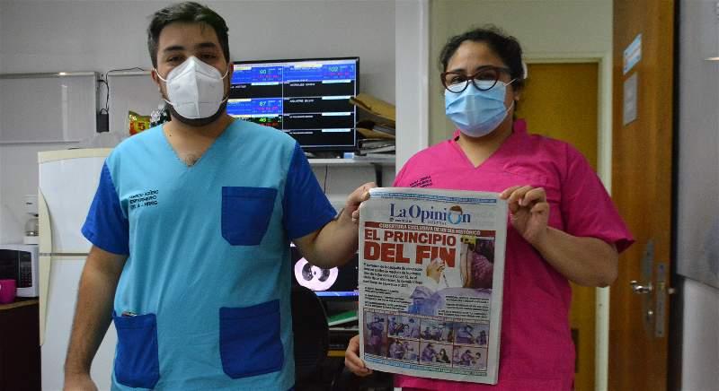 Fabricio Agüero y la jefa de enfermeria, Ivana Zerpa, con LOA. FOTO: JOSÉ SILVA/LA OPINIÓN AUSTRAL