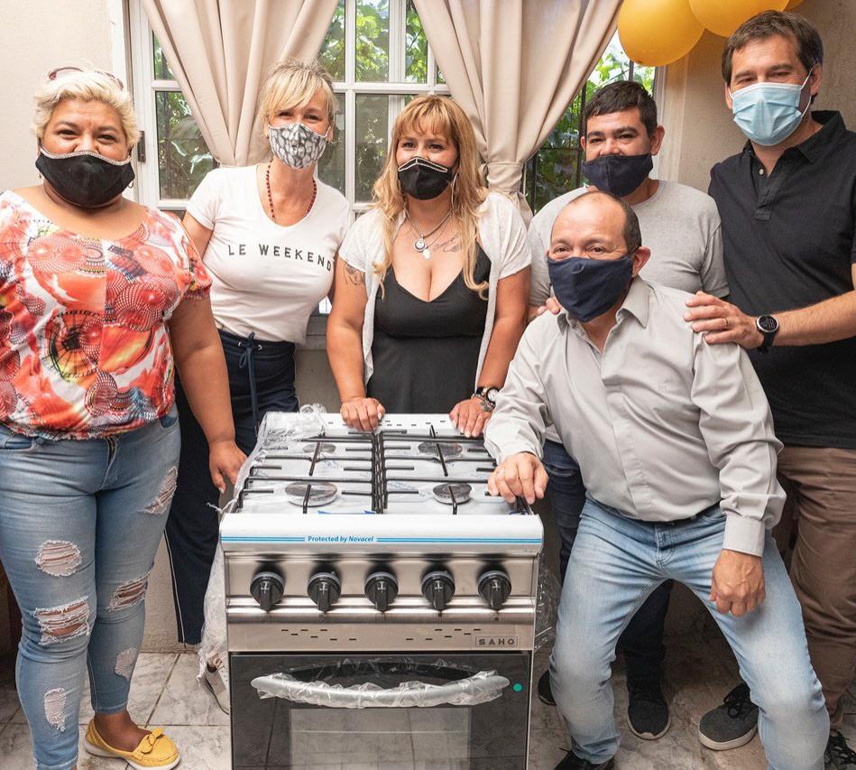 Los iniciadores del proyecto barrial recibieron la cocina industrial. FOTO: FACEBOOK