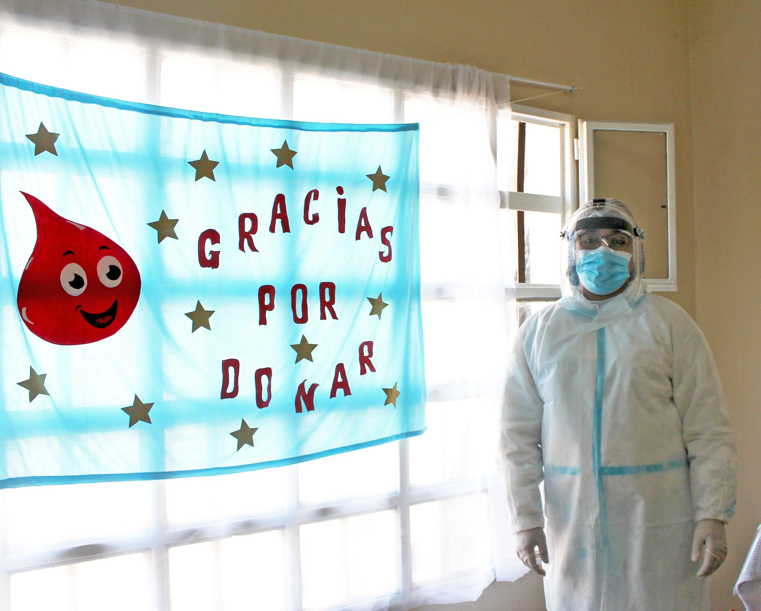 PROTEGIDOS. Los trabajadores cuentan con sus elementos de protección personal. Foto: Solange Alarcón/La Opinión Zona Norte