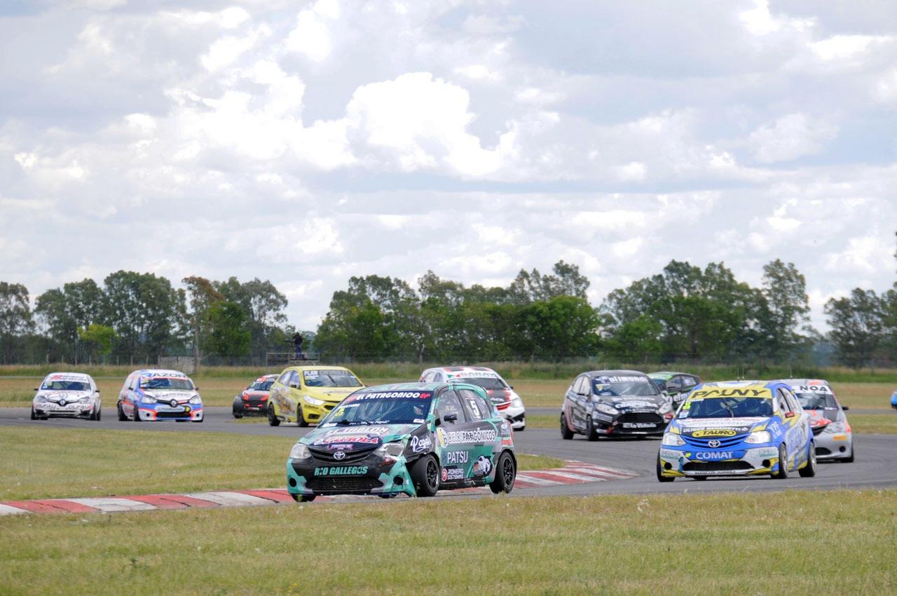 El Toyota Etios de Martínez en la primera posición. Foto: Fabio Vignolles.