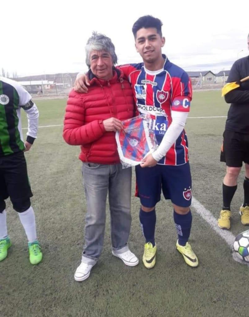 Andronico Mercegue, fundador del club, con Kevin Vargas, actual capitán.