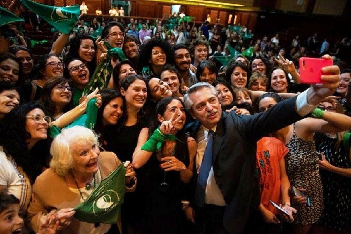 Barrientos destacó el compromiso asumido por el presidente Alberto Fernández durante la campaña electoral para que el aborto deje de ser clandestino