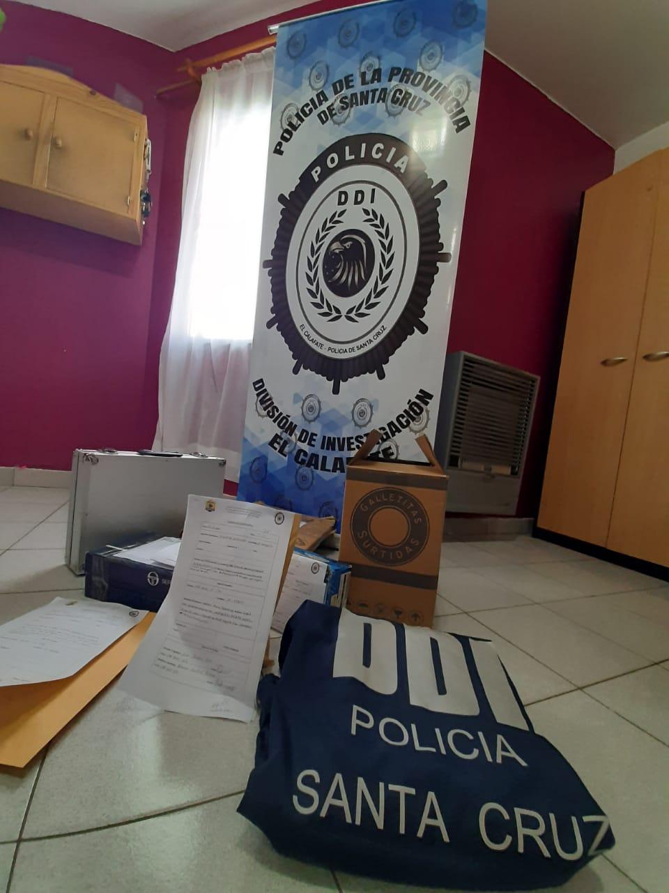Elementos secuestrados de la vivienda de calle 3034, de El Calafate.