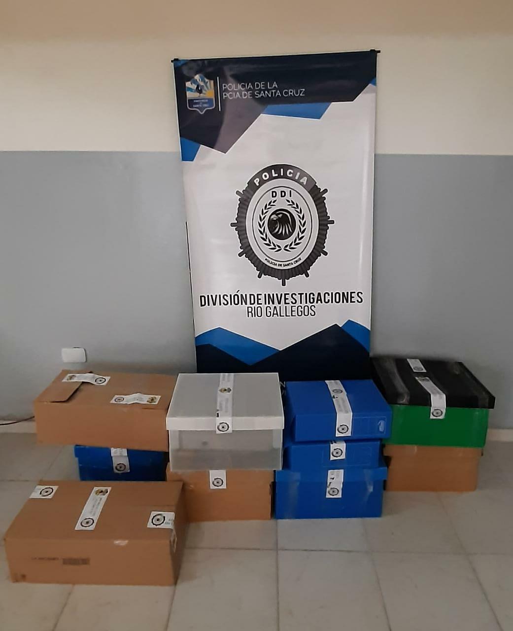 Los documentos secuestrados por la DDI en las dos concesionarias.
