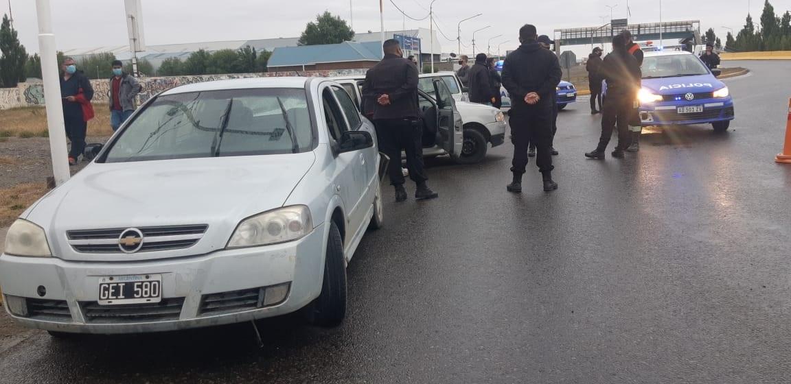 Pasadas las 20:00, la Policía debió actuar por un múltiple choque. FOTO: JOSÉ SILVA/LA OPINIÓN AUSTRAL