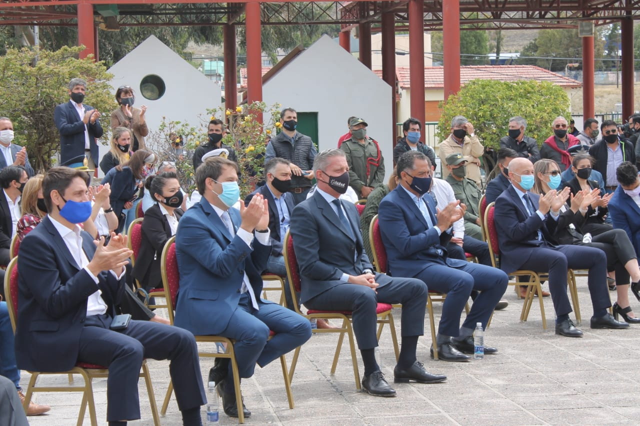 En primera fila, CEO de YPF, Sergio Affronti; intendente Juan Pablo Luque; gobernador de Chubut, Mariano Arcioni; vicegobernador de Santa Cruz, Eugenio Quiroga y el intendente Fernando Cotillo.