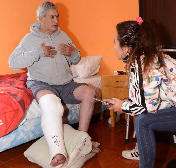 'Firme, junto al pueblo': el canillita se ganó el corazón de todos. FOTO: JOSÉ SILVA/LA OPINIÓN AUSTRAL