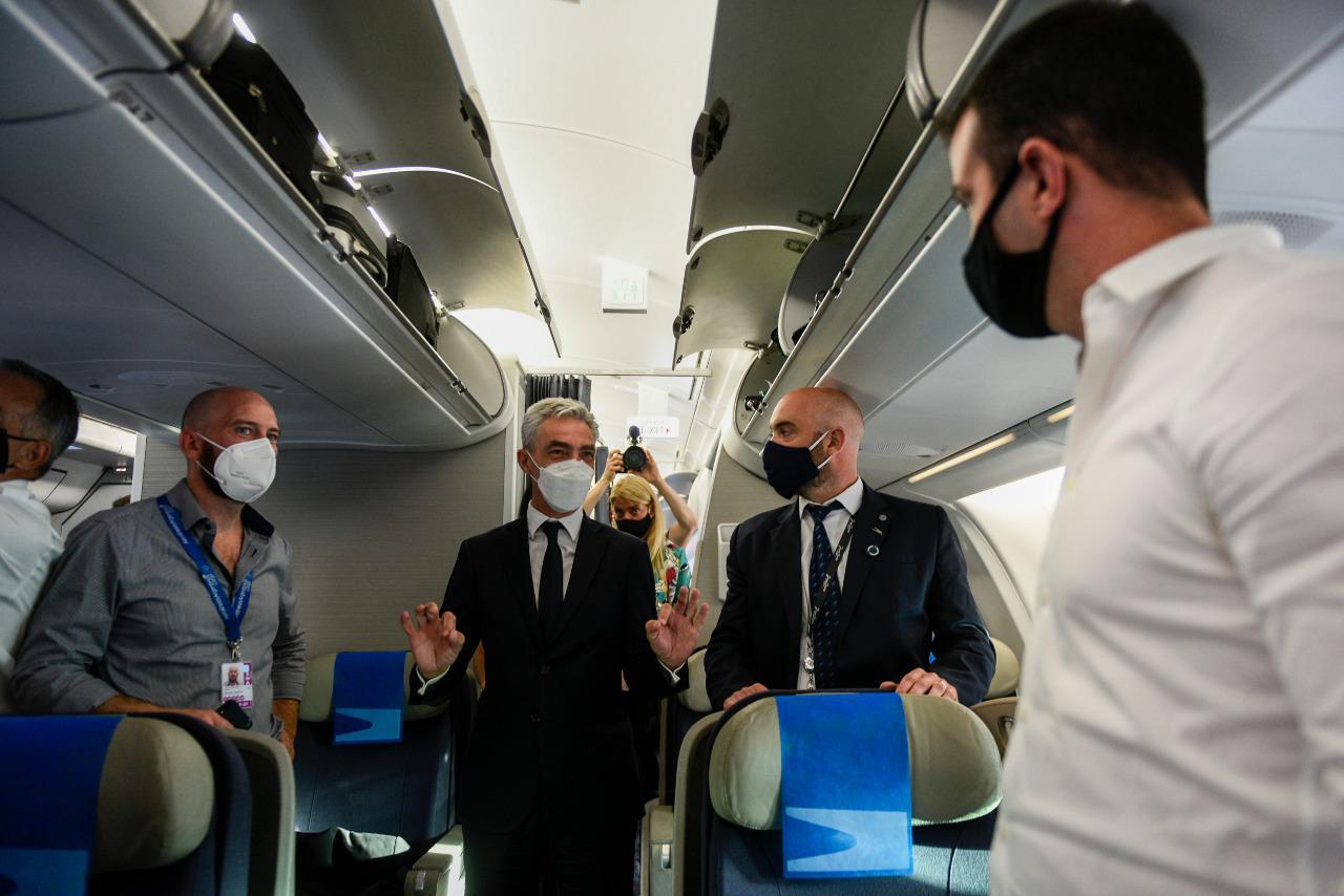 El ministro de Transporte Mario Meoni estuvo acompañando a la tripulación.