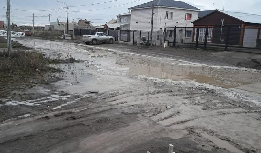Los vecinos del barrio El Faro vienen sufriendo los desbordes cloacales hace años.