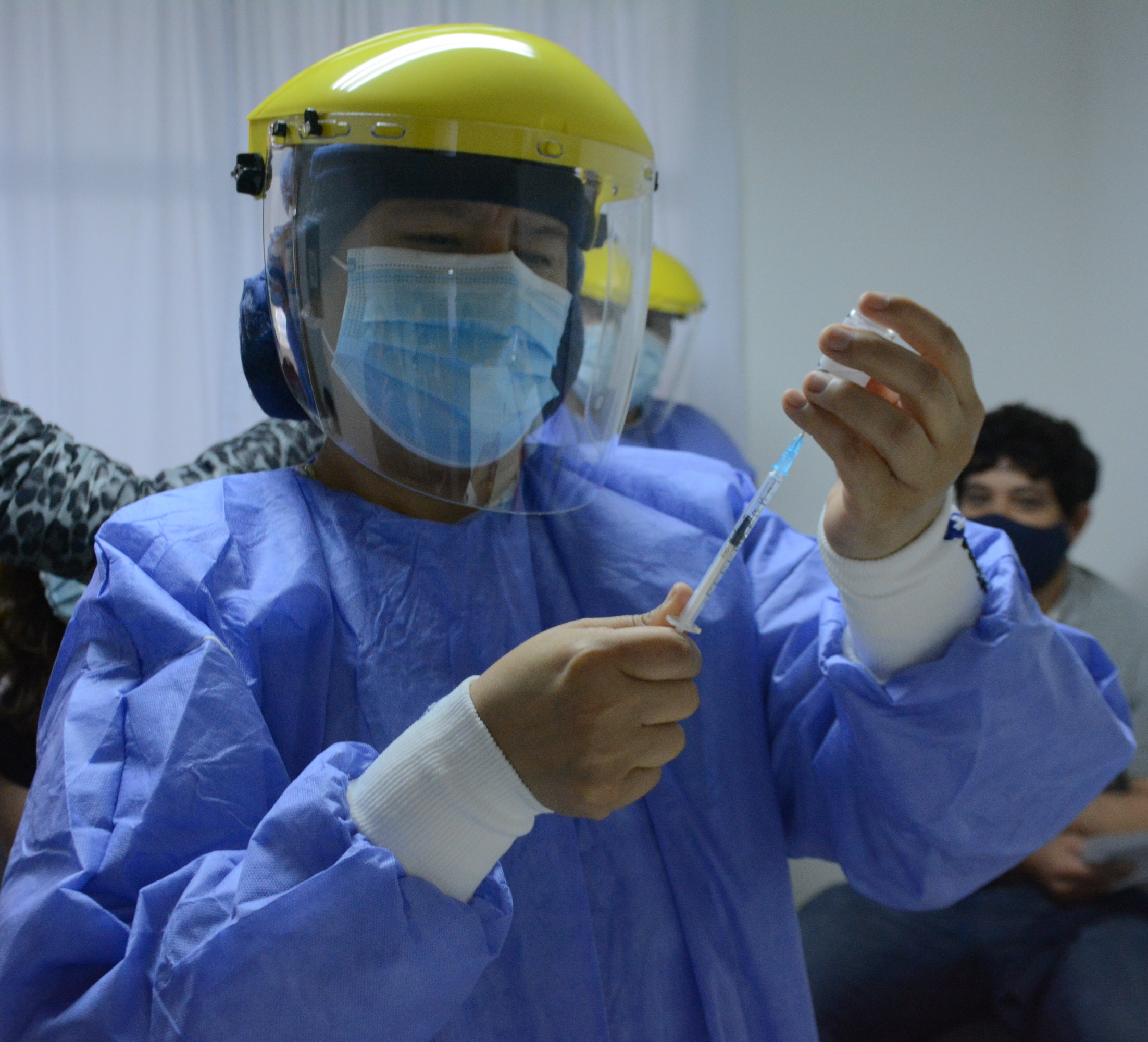 Los tiempos para aplicar la vacuna se respetaron en todos los hospitales. FOTO: JOSÉ SILVA/LA OPINIÓN AUSTRAL