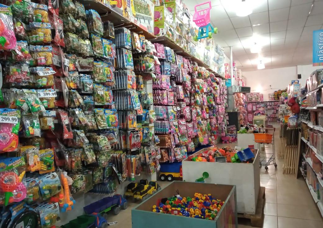 Los comerciantes notan y coinciden en que las compras se hacen 'el último día'. FOTO: JOSÉ SILVA/LA OPINIÓN AUSTRAL.