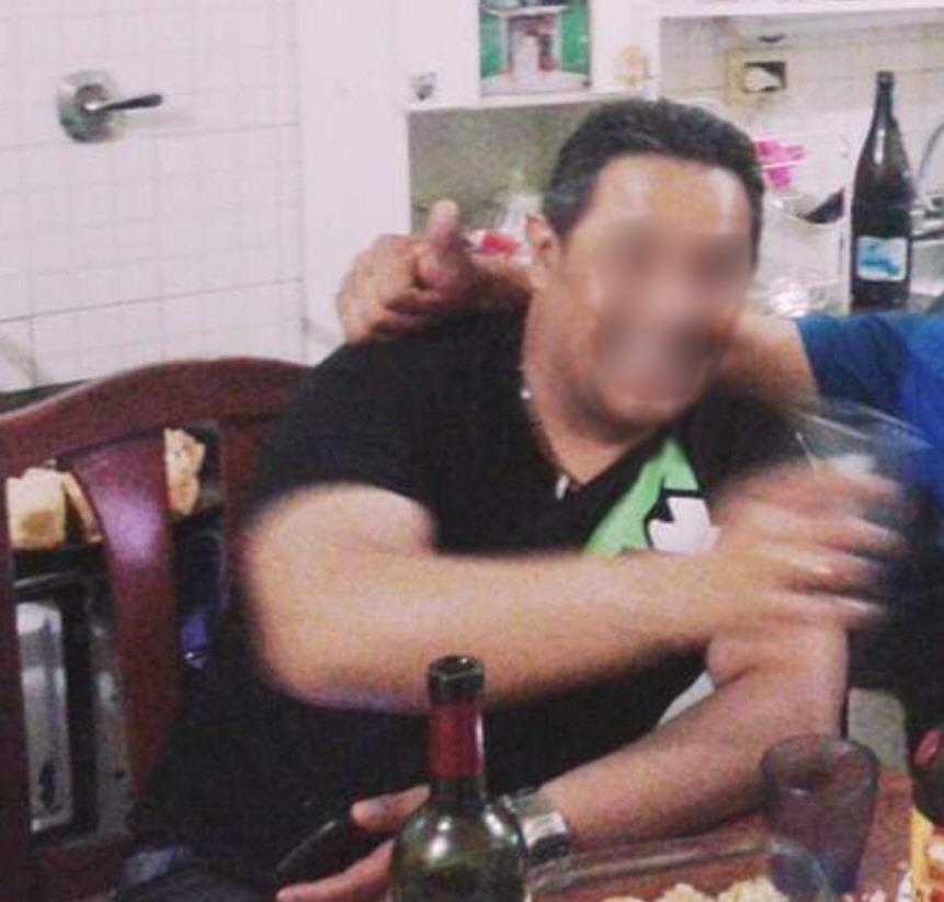El acusado en un asado junto a amigos, en Río Gallegos.