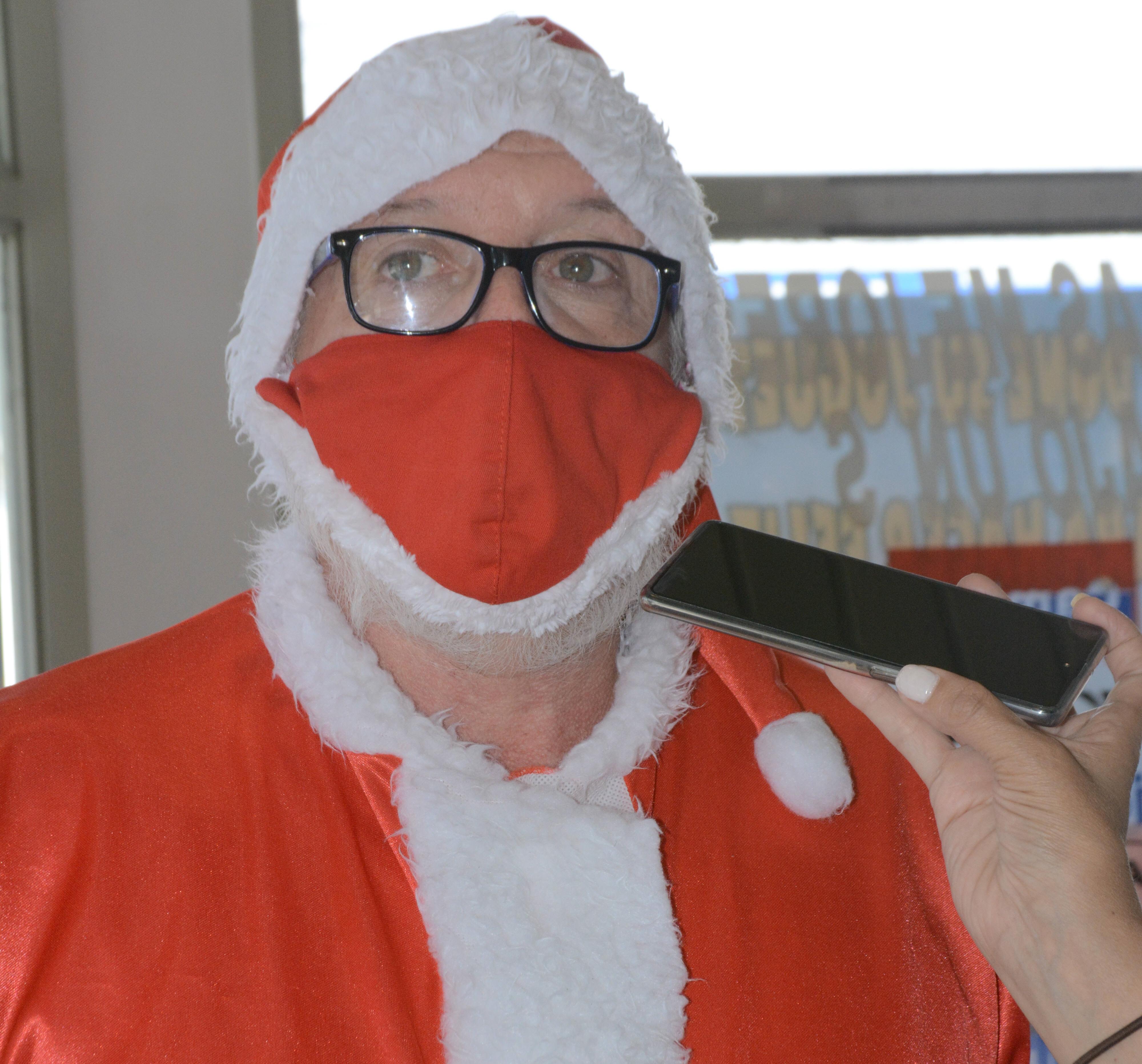 Horacio Huecke repartió juguetes y regaló sonrisas en Navidad.