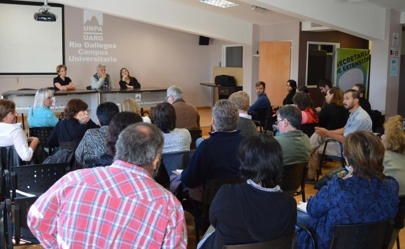 Una reunión de los integrantes del CIT Santa Cruz en la UNPA.