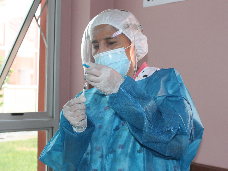 SPUTNIK V. Primera partida de vacunas en Caleta Olivia. Foto: Solange Alarcón/La Opinión Zona Norte