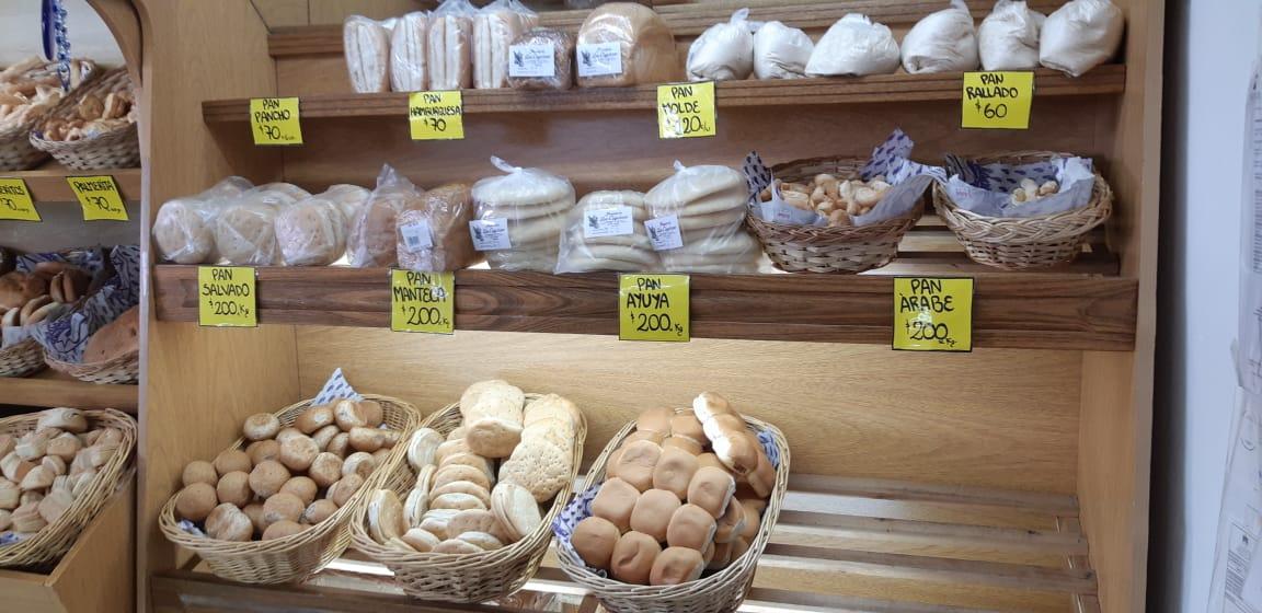 Los valores en una de las panaderías de Río Gallegos. Foto: José Silva/La Opinión Austral